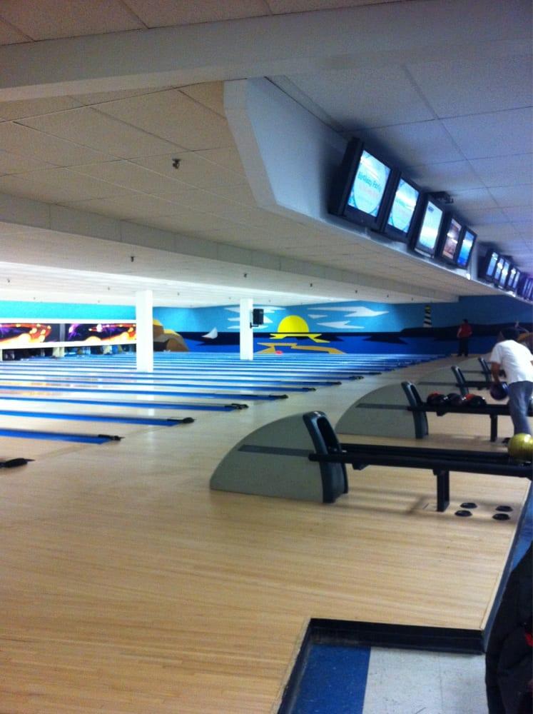 Nutmeg Bowl: 802 Villa Ave, Fairfield, CT