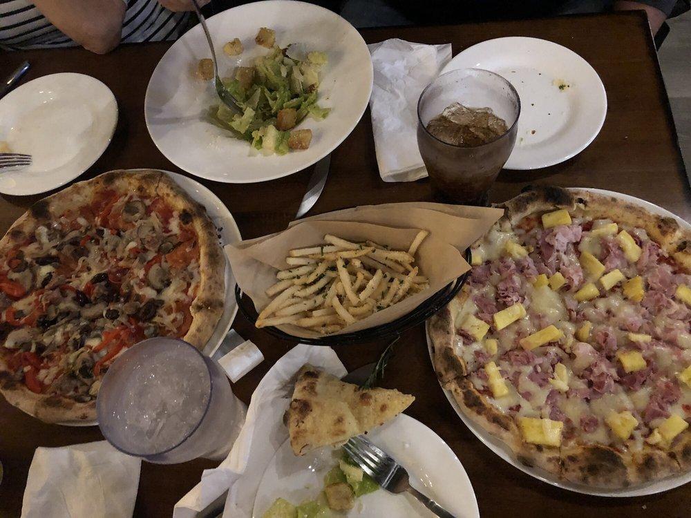 Pizzeria Casa Nostra: 21209 TX-71, Spicewood, TX