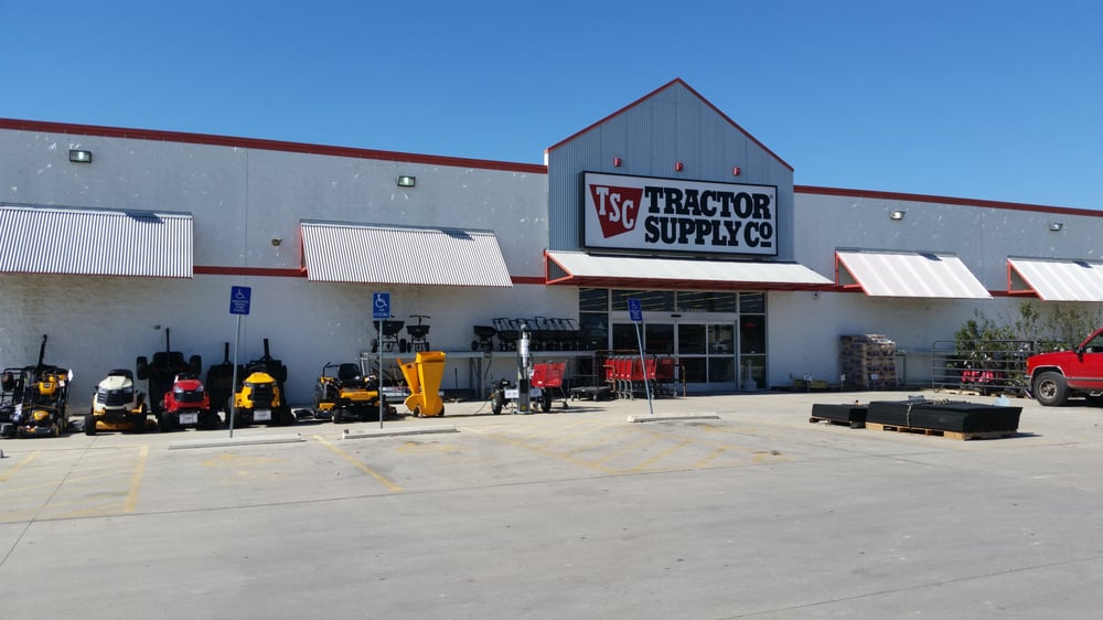 Tractor Supply: 407 N Sunset Strip St, Kenedy, TX