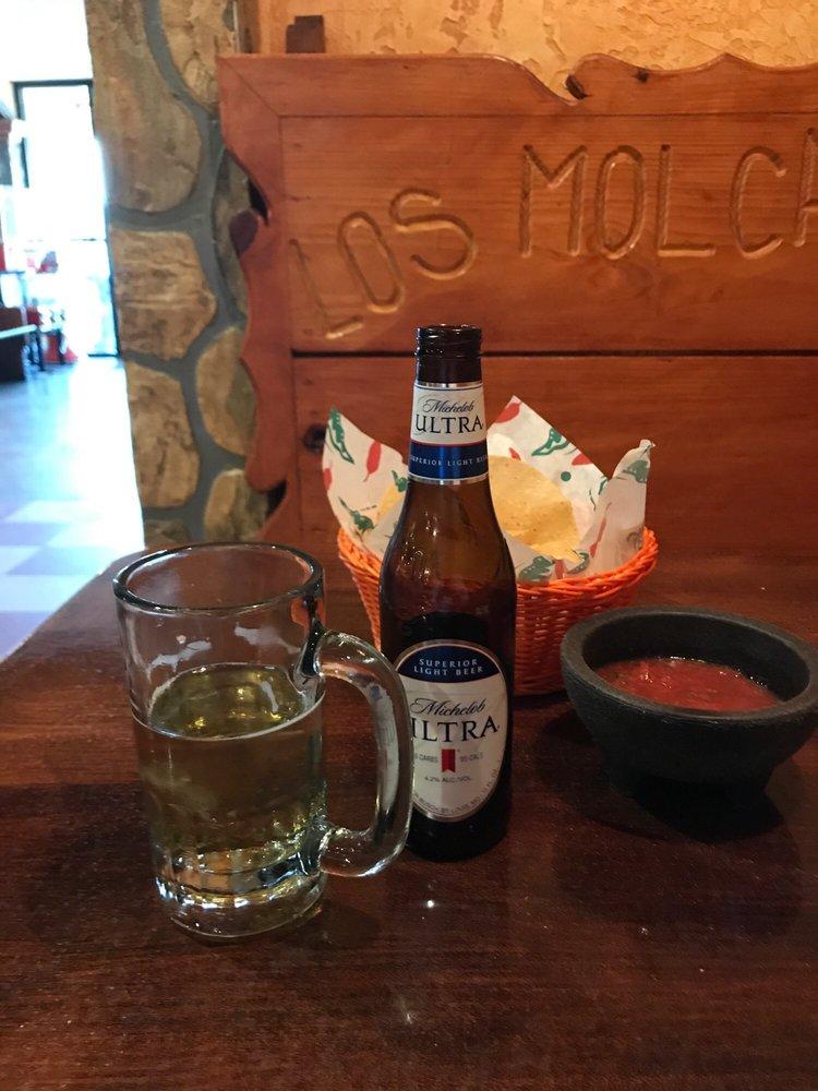 Los Molcajetes Mexican Restaurant: 410 Highway 82 E, Indianola, MS