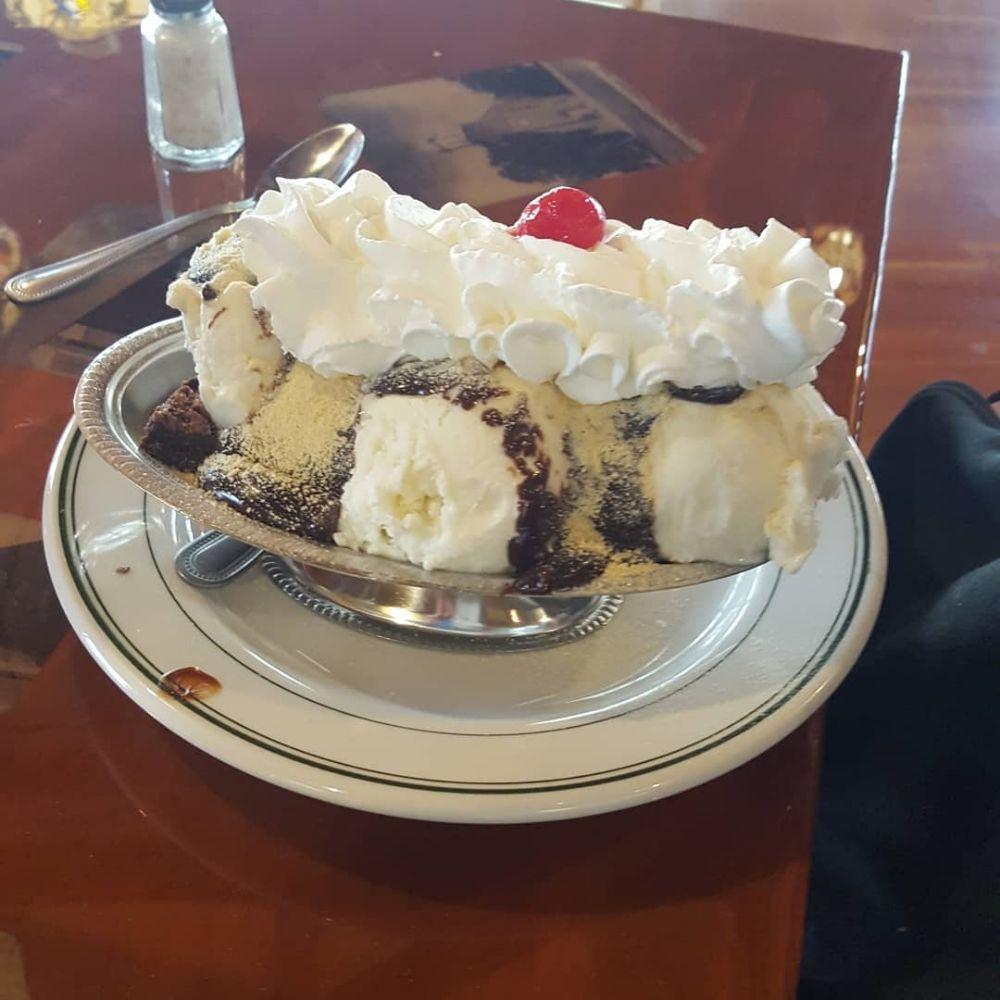 The Shack Restaurant & Mini Golf: 662 South Oak St, Manheim, PA