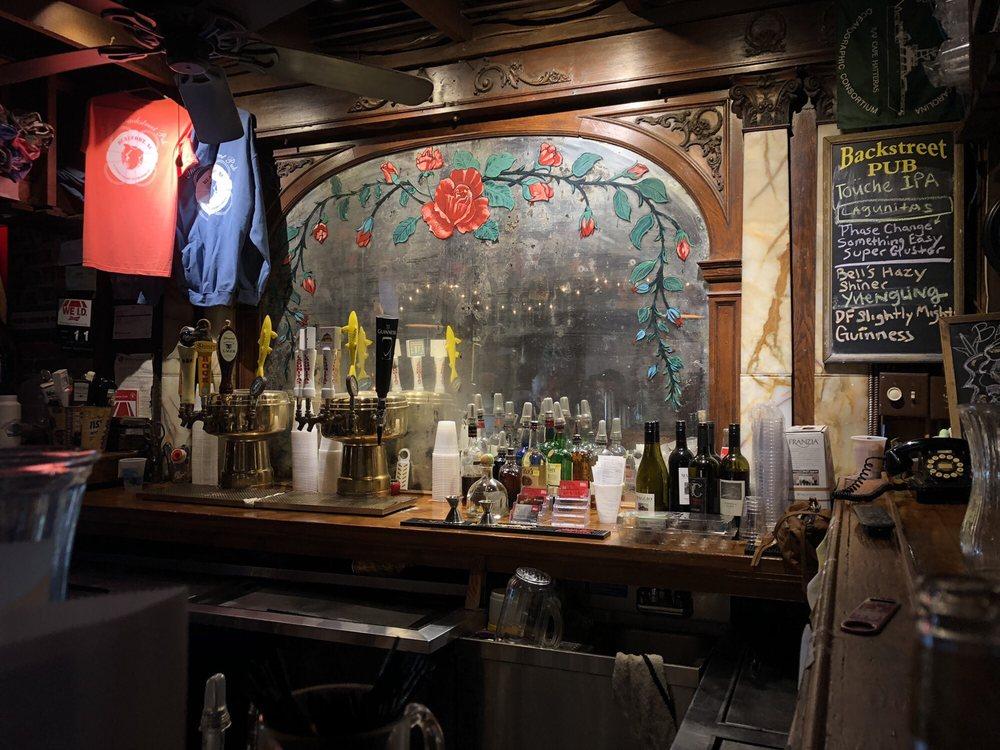 Backstreet Pub: 124 Middle Ln, Beaufort, NC