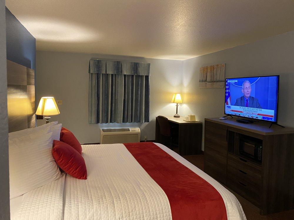 Garnett Hotel & RV Park: 109 Prairie Plaza Pkwy, Garnett, KS