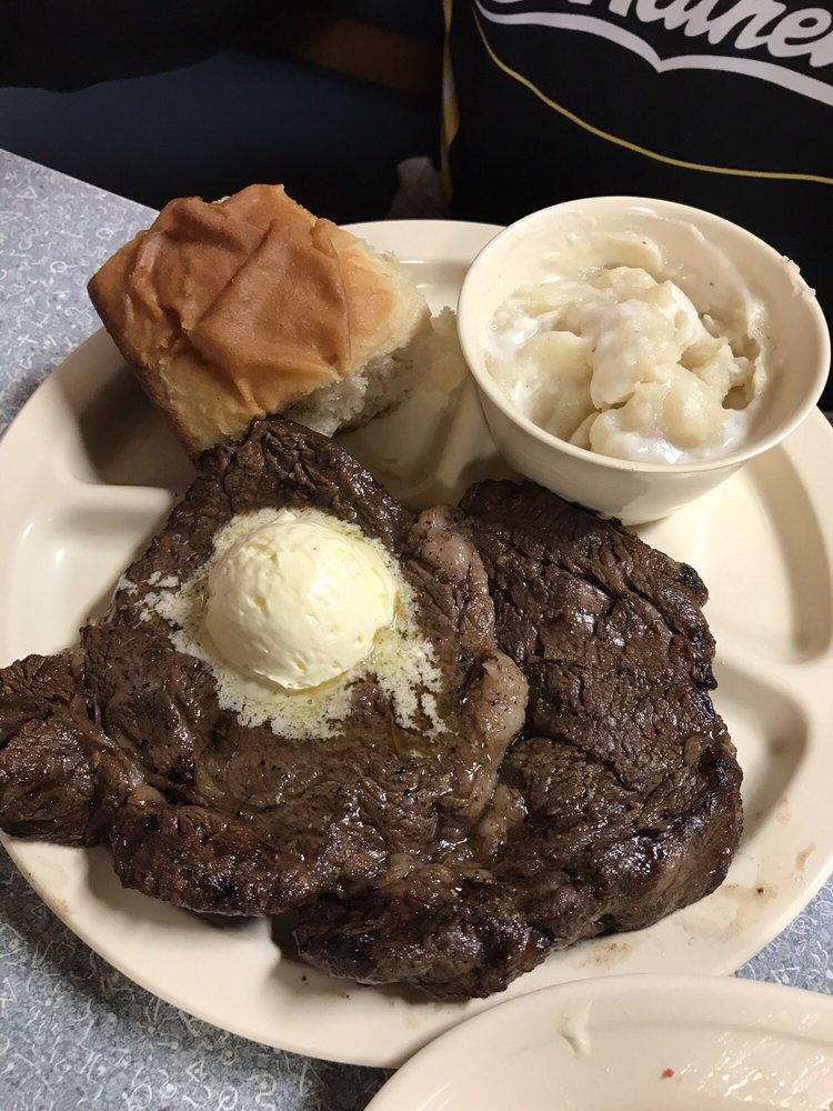 The Barn Cafe: 3320 US Hwy 82 E, Paris, TX