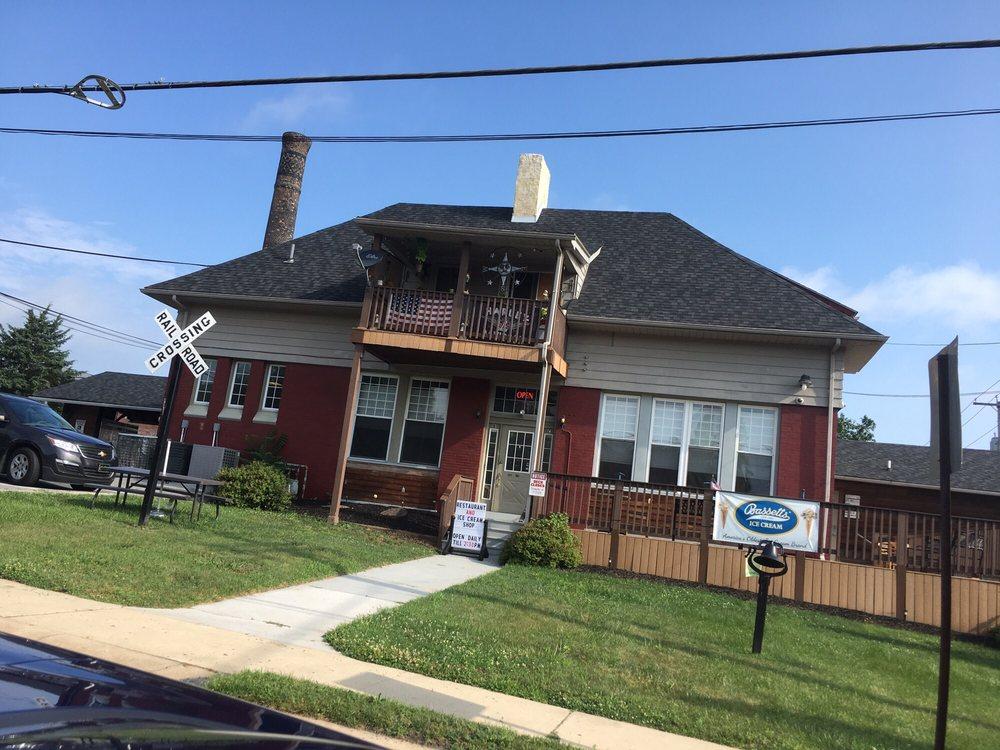 Uncle Jacks Corner: 101 W 1st St, Birdsboro, PA