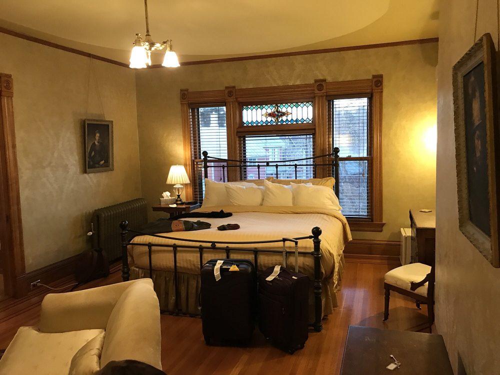 William Sauntry Mansion: 626 4th St N, Stillwater, MN