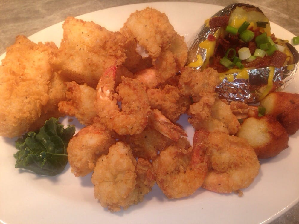 Street's Seafood Restaurant: 251 S US Hwy 31, Bay Minette, AL