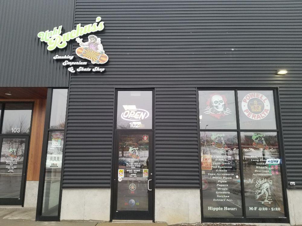 Unkl Ruckus's Smoking Emporium & Skate Shop: 1231 Keosauqua Way, Des Moines, IA