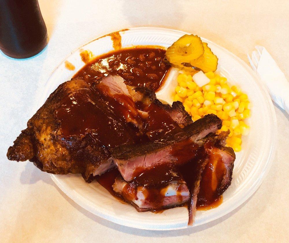 Bob's Smokehouse: 5416 Fm 78, Kirby, TX