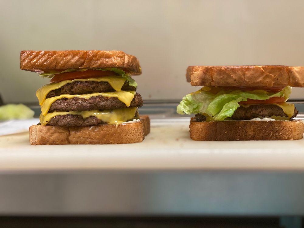 Diggidy Dawgs Southern Eatery: 330 Old Winnfield Rd, Jonesboro, LA