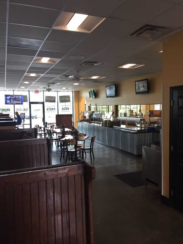 Hometown Pizza: 1090 Glensboro Rd, Lawrenceburg, KY