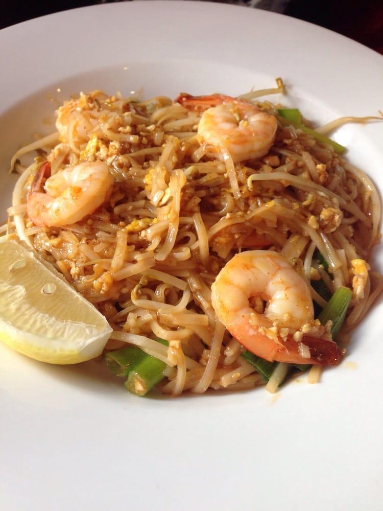 Shrimp pad thai yelp for Ayutthaya thai cuisine bar