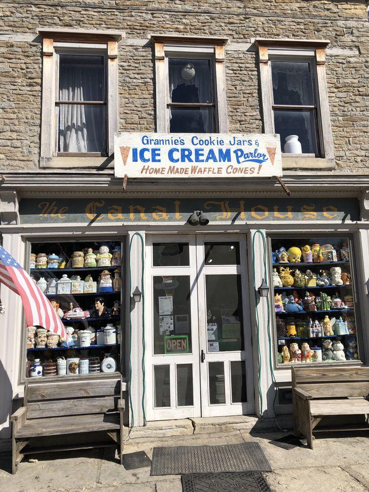 Grannie's Cookie Jars & Ice Cream Parlor: 19041 Lovers Ln, Metamora, IN