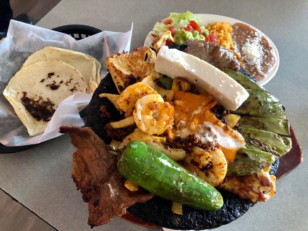 Los Cuates Tienda y Restaurante Mexicano: 22733 Whyte Hardee Blvd, Hardeeville, SC