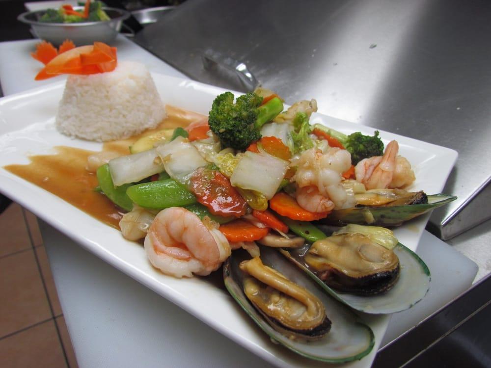 Thai BowL: 515 Main St, Watertown, CT