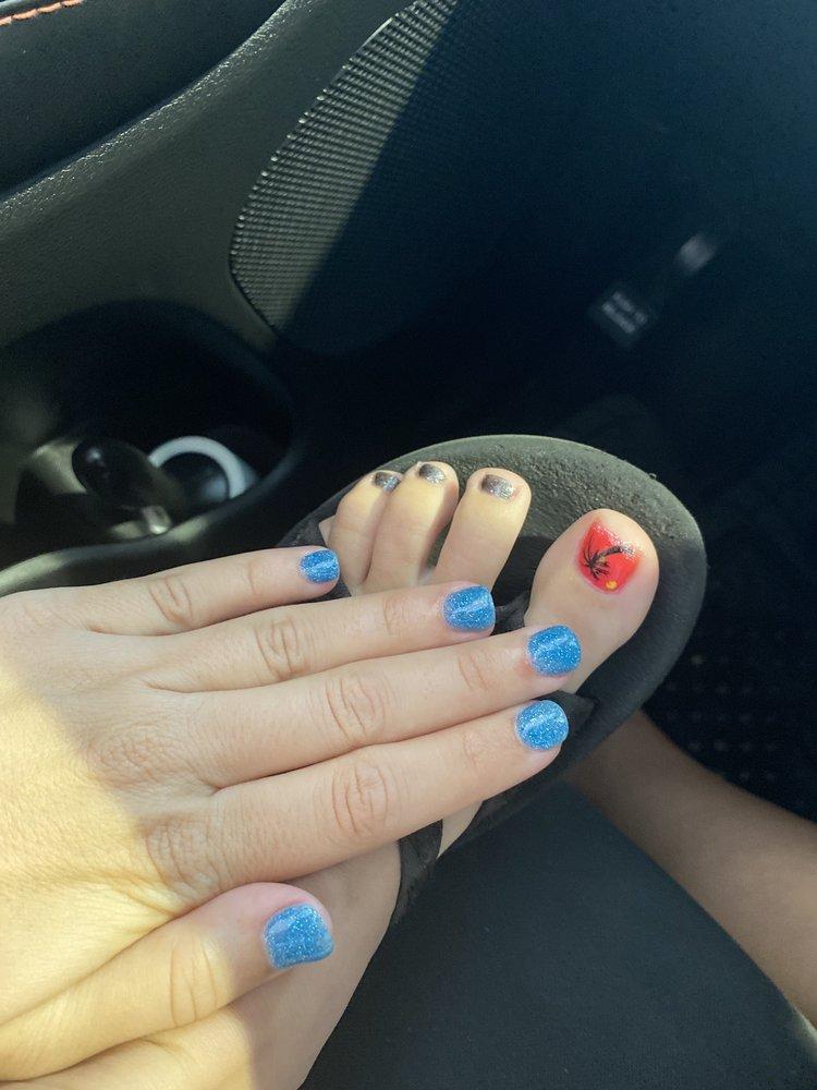 Glossy Nails: 13 Cunningham Corner, Bella Vista, AR