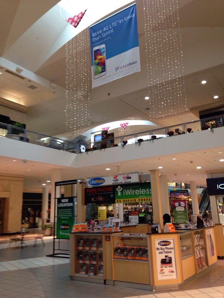 Crossroads Center: 124 Crossroads Shopping, Waterloo, IA