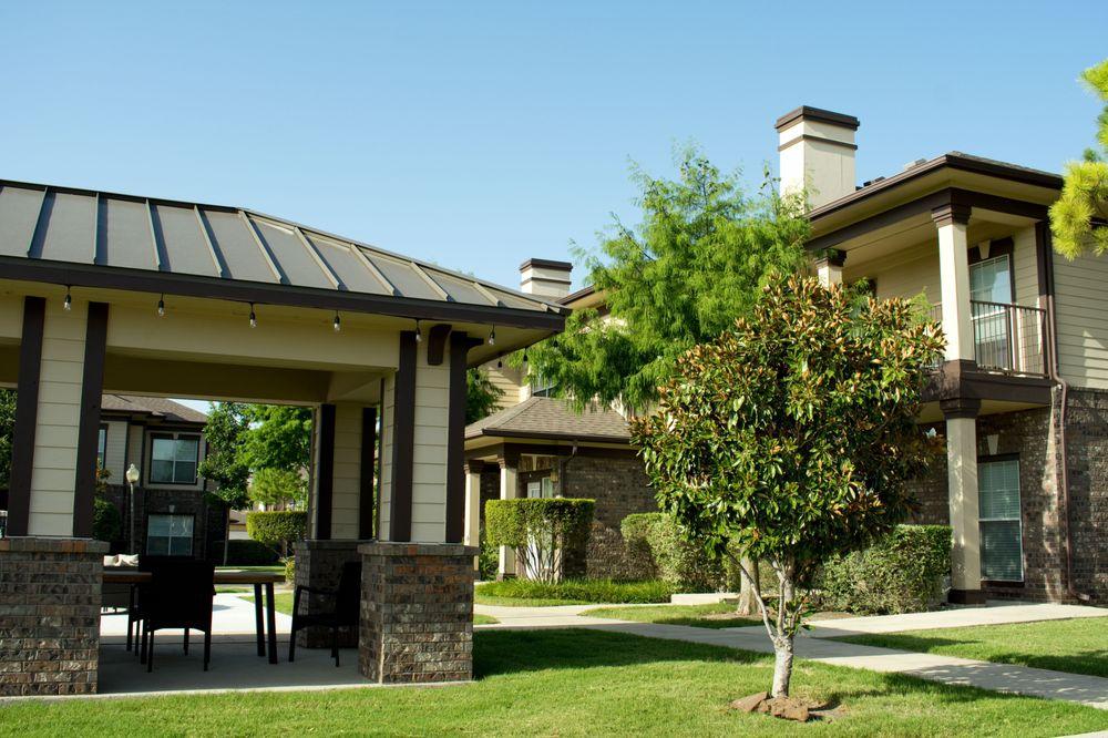 Estate Villas at Krum: 4891 Masch Branch Rd, Krum, TX