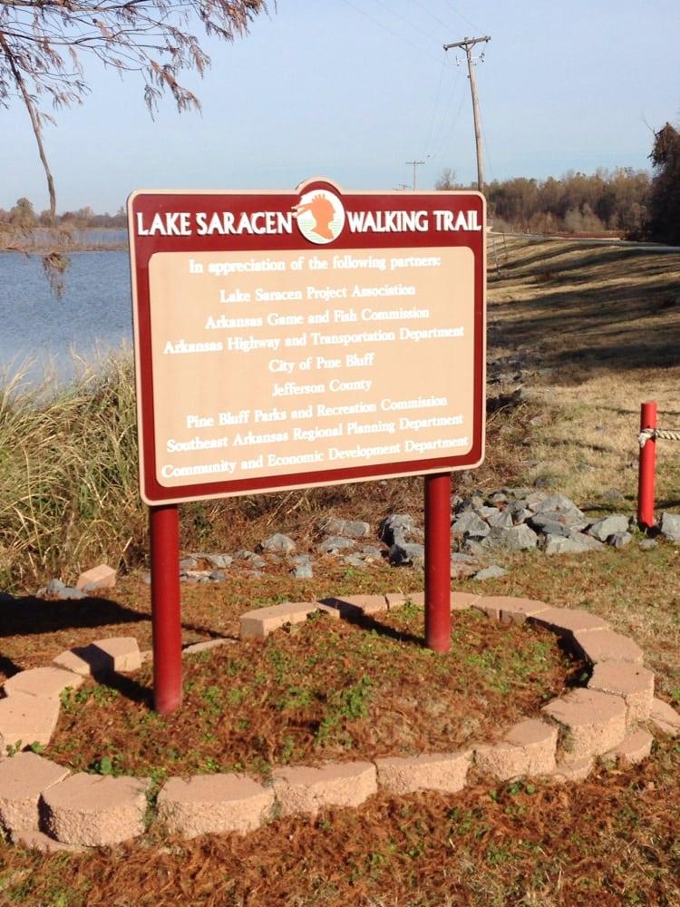 Lake Saracen Walking Trail: 200 Lake Saracen Dr, Pine Bluff, AR