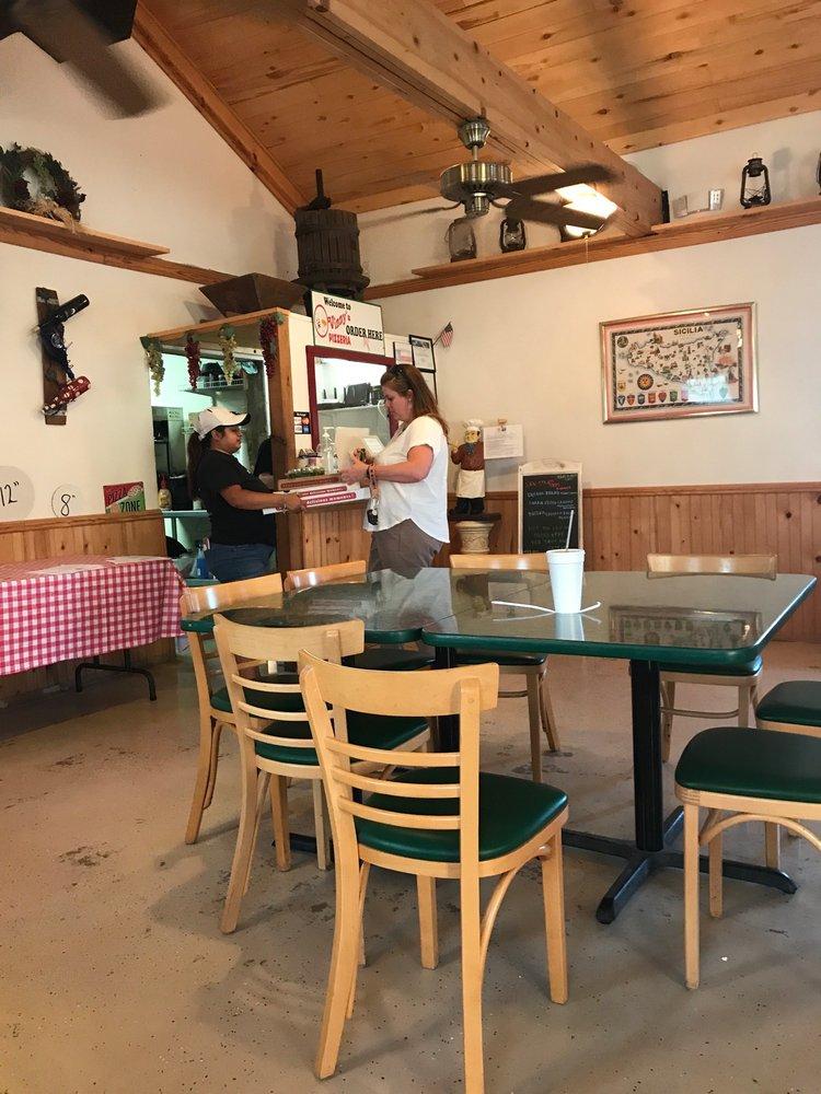 Vinny's Italian Restaurant: 311 N US Hwy 83, Leakey, TX