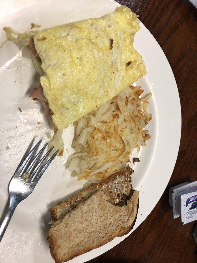 Suzie B's Cafe: 201 W Main St, Canistota, SD