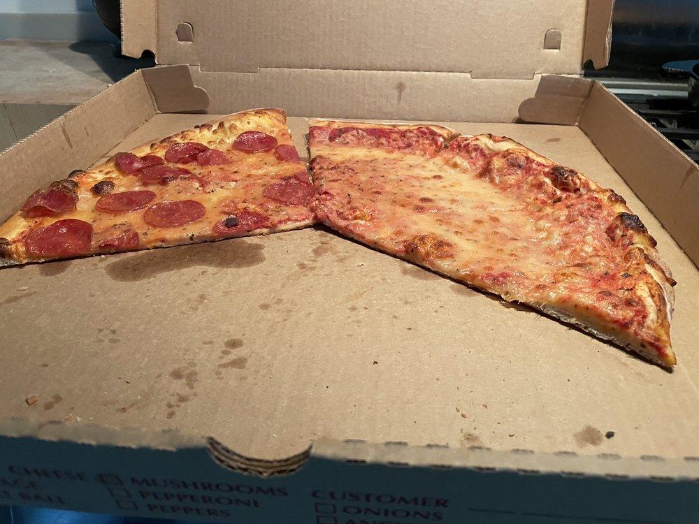 Glenn's 66 Eatzzeria: 19 Center St, Chatham, NY