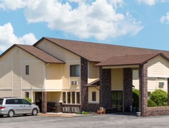 Super 8 by Wyndham Perry IA: 701 26th Street, Perry, IA
