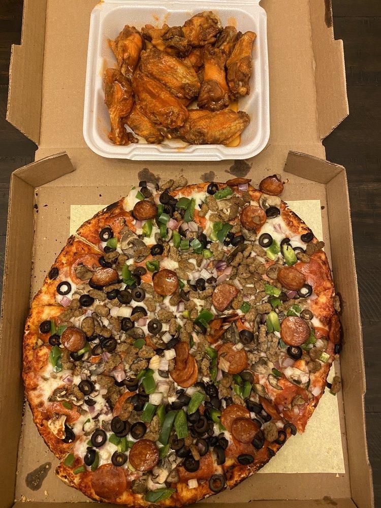 Geneo's Pizza: 307 Main St, Livingston, CA
