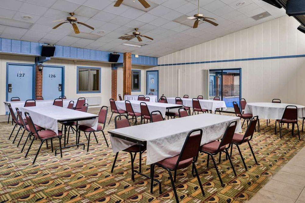Americas Best Value Inn Ellsworth: 1414 Foster Road, Ellsworth, KS