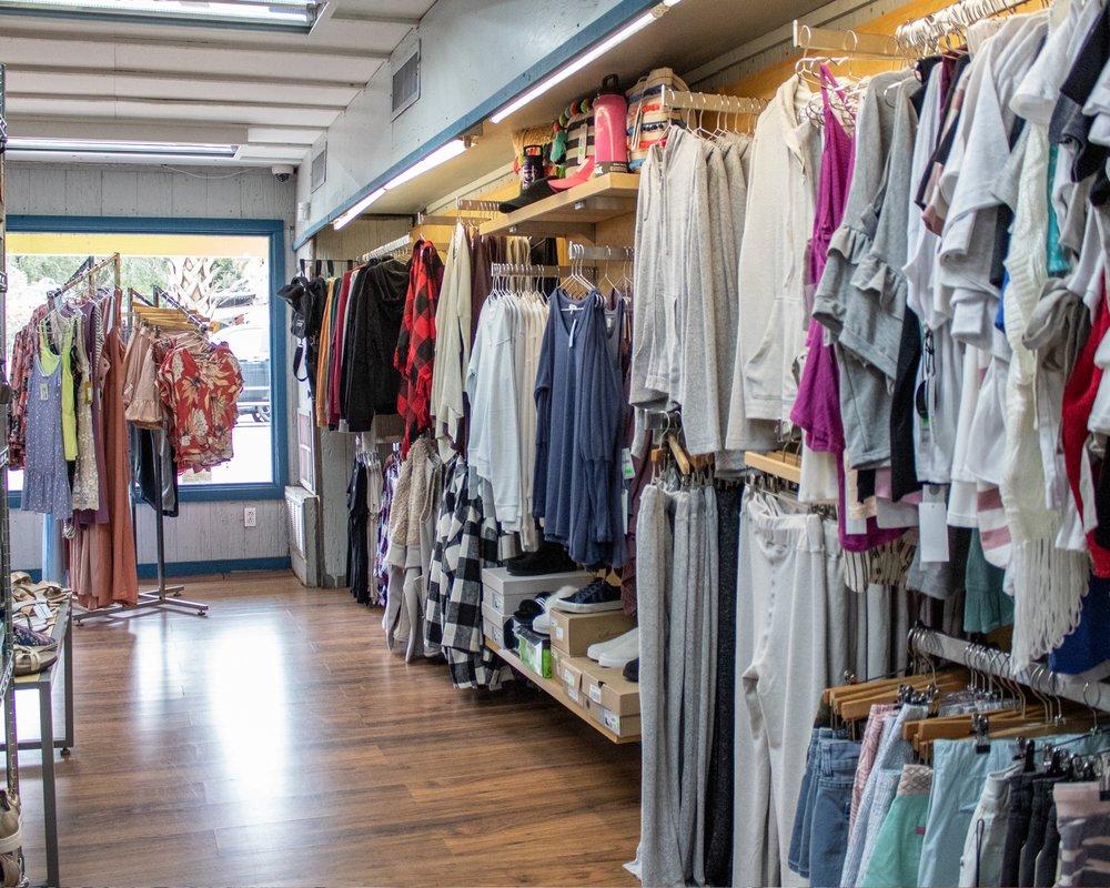 Islanders Outlet Store: 191 Miracle Strip Pkwy SE, Fort Walton Beach, FL