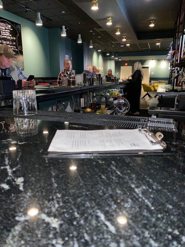 Hinge Bar: 104 N Beach Blvd, Bay St. Louis, MS