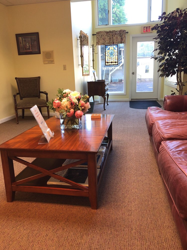 Kevin O'Connell, DDS: 149 E Main St, Clinton, CT