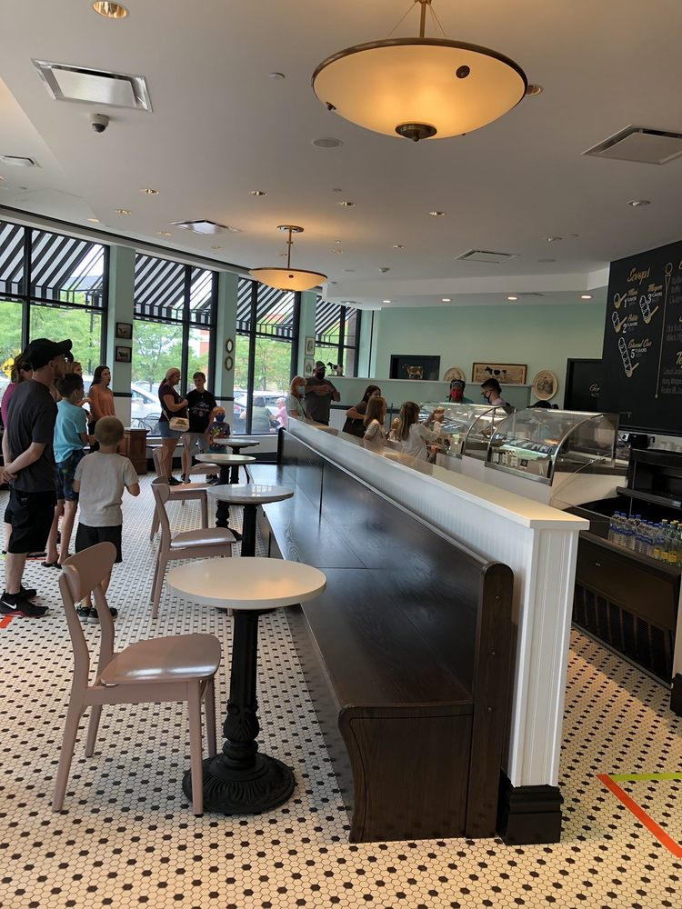 Clementine's Naughty and Nice Creamery: 20 Meadows Circle Dr, Lake Saint Louis, MO