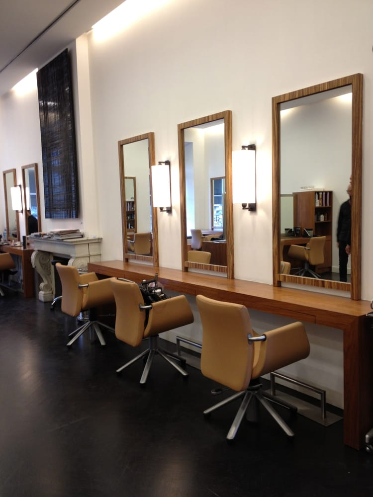 Maison roger coiffeurs salons de coiffure rue de for Porte revue salon de coiffure