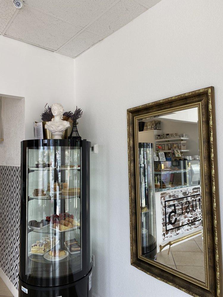 Amuse 5 Bakery: 5850 14th St W, Bradenton, FL
