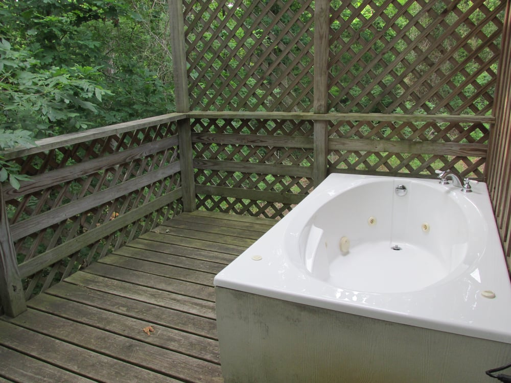 Antlers Log Cabin outdoor Jacuzzi garden tub - Yelp