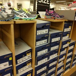 9a9878bbb2c1 DSW Designer Shoe Warehouse - 32 Photos   12 Reviews - Shoe Stores - 1122  Bowman Rd