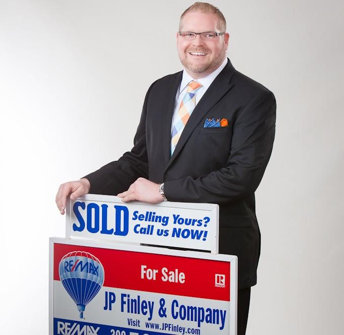 J P Finley-RE/MAX Choice: 2203 Eastland Dr, Bloomington, IL