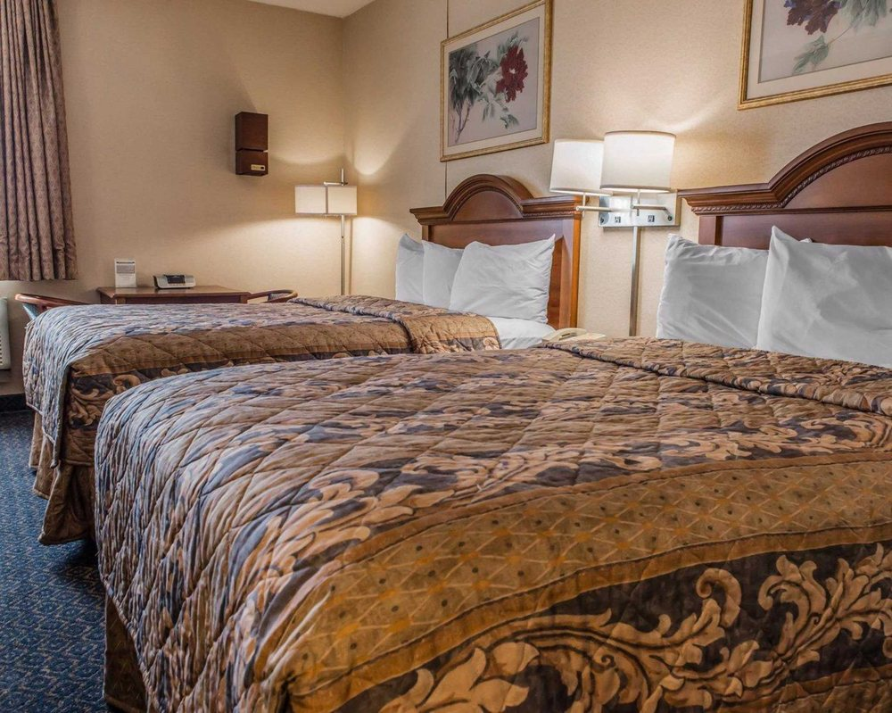 Econo Lodge: 107 VIP Drive, Wexford, PA