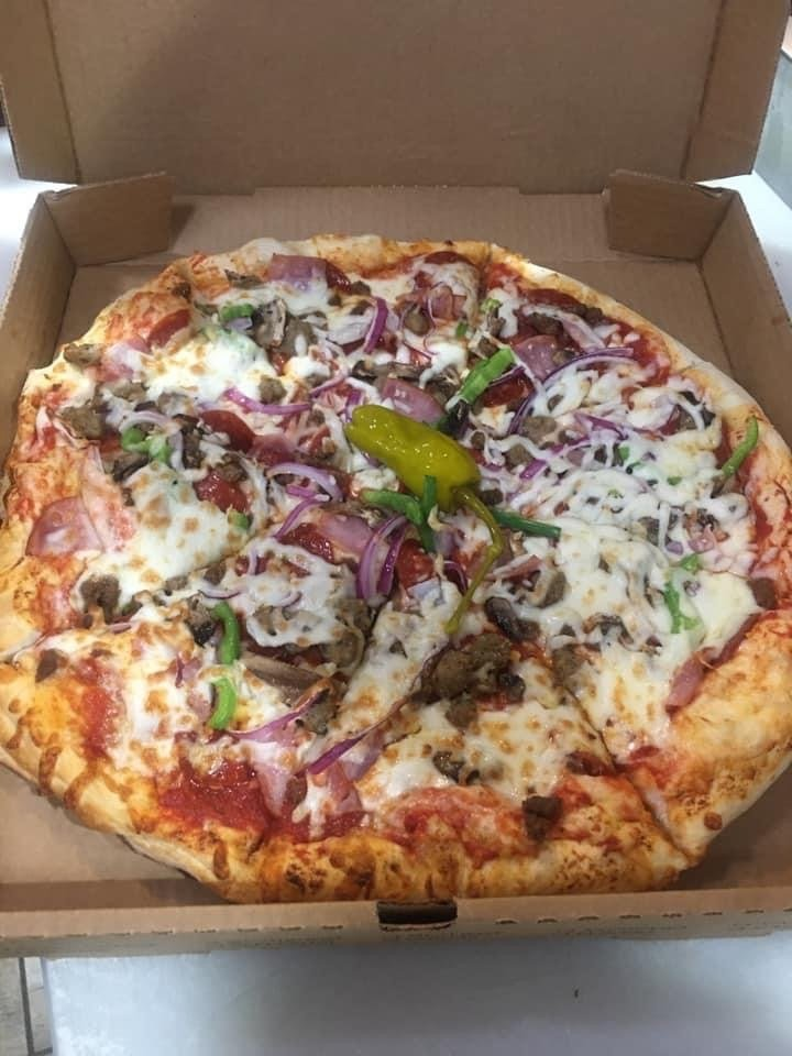 Down Town Pizza And More: 118 W Broad St, Mineola, TX