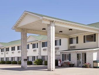 Days Inn by Wyndham Evansdale Waterloo: 450 Evansdale Drive, Evansdale, IA