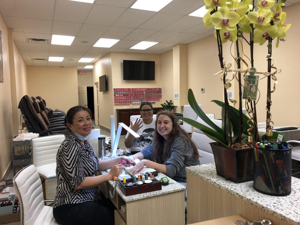 CNS Nails Skin & Lash Spa: 11558 Tamiami Trl E, Naples, FL
