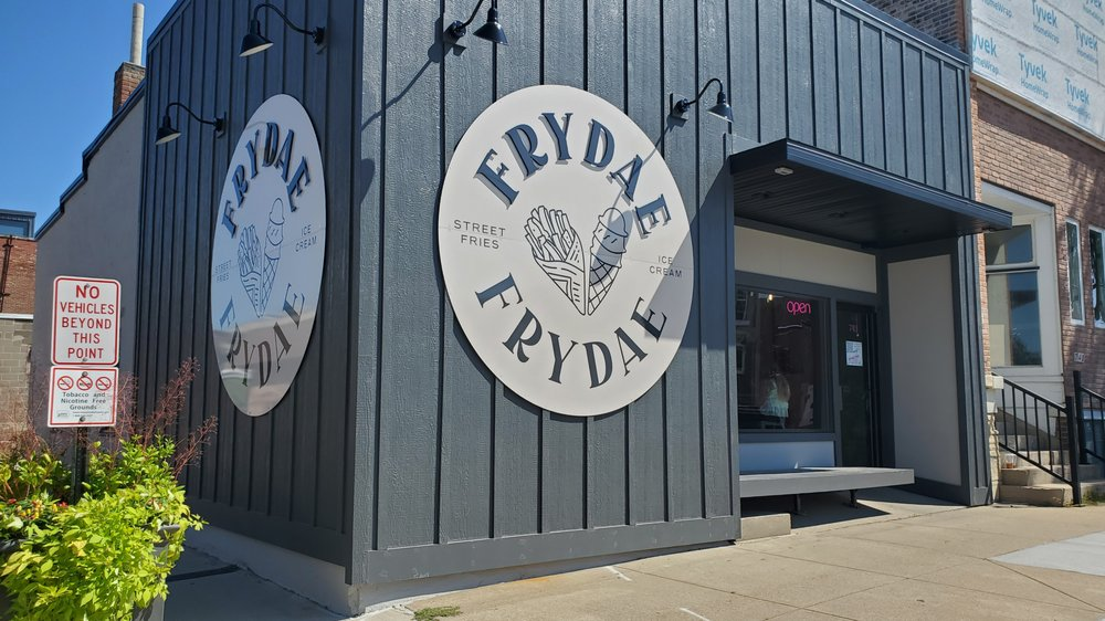Frydae: 743 10th St, Marion, IA