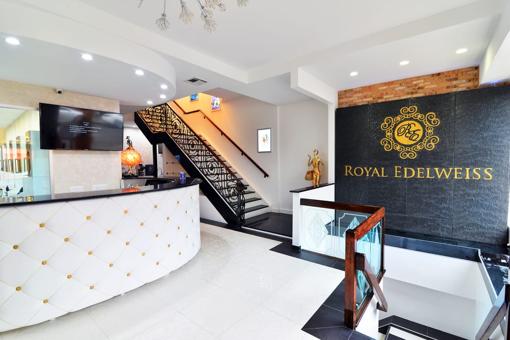 Royal edelweiss beauty center spa 67 photos 43 for Salons center
