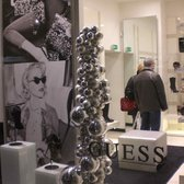 GUESS France - Accessories - 8 Place Patiniers, Vieux-Lille, Lille ... cea61dba2f8e