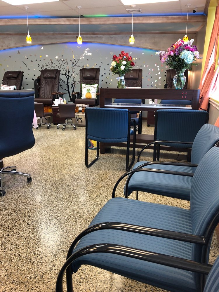 Havana Salon: 137 W Main St, Leacock-Leola-Bareville, PA