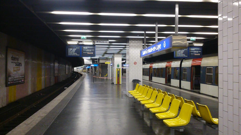 Gare de saint germain en laye 10 avis gare place for Adresse piscine saint germain en laye