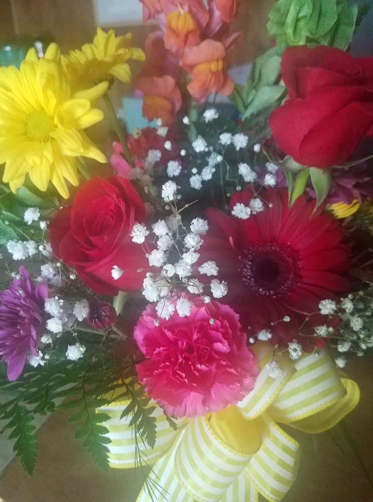 Twigs Flower Shop: 113 W South Street, Benton, AR