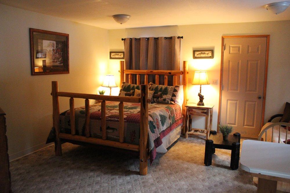 Squaw Rock Resort & Rv Park: 15070 State Rt 410, Naches, WA