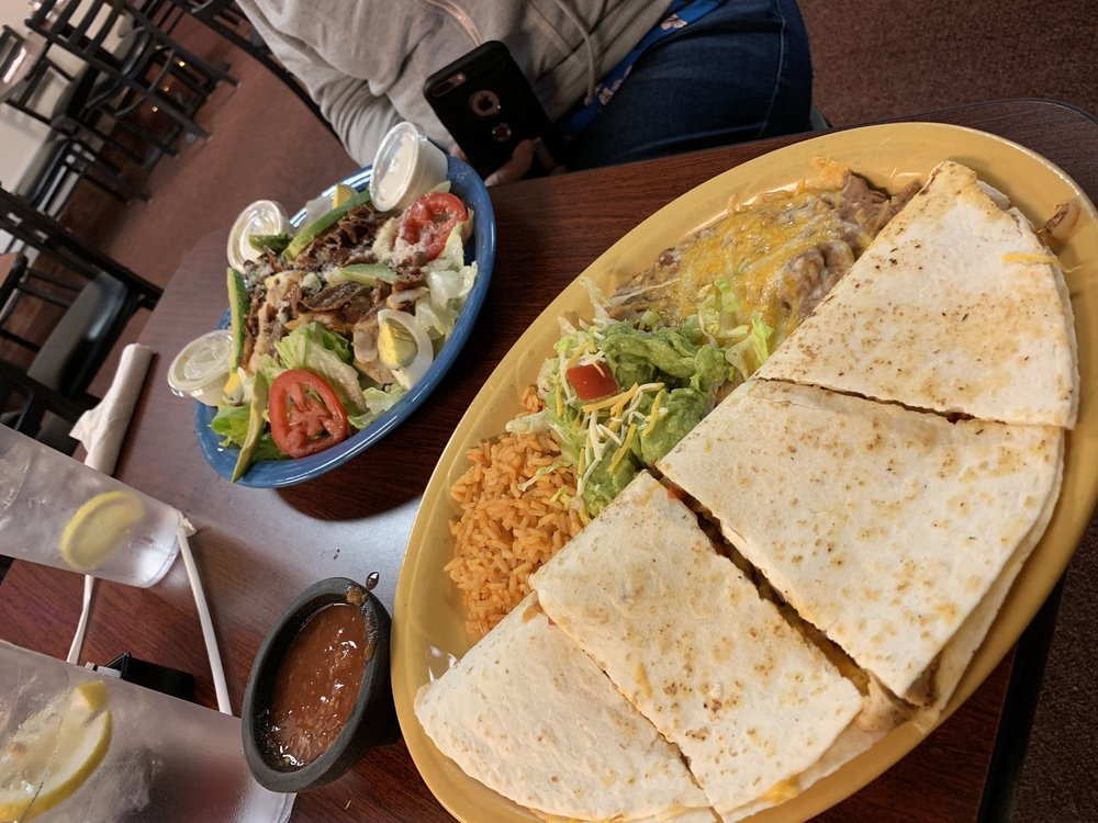 Bestaso's Mexican Restaurant & Bar: 765 Humboldt Ave, Wells, NV